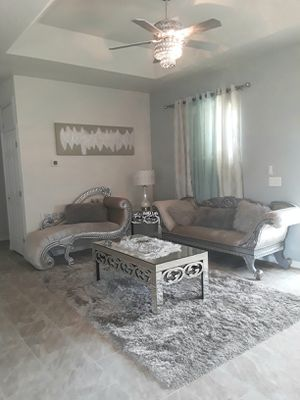 Gorgeous living room set. In excellent condition for Sale in Lake Wales, FL