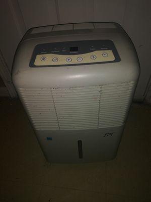 Sunpentown SD-65E Energy Star 65-Pint Dehumidifier for Sale in Houston, TX