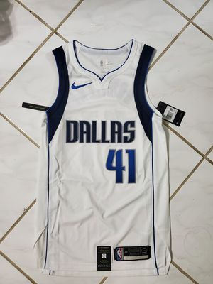 Authentic Nike Dallas Mavs Dirk Nowitzki #41 Home Jersey Vaporknit Men's Size 40 for Sale in Sachse, TX