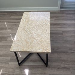Coffee table for Sale in Edgewood,  FL