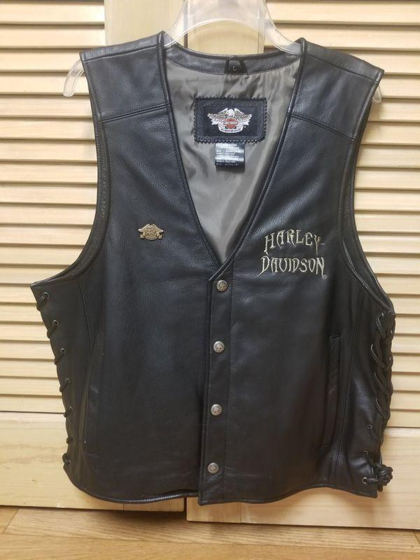 Leather harley davidson motorcycle vest size large.