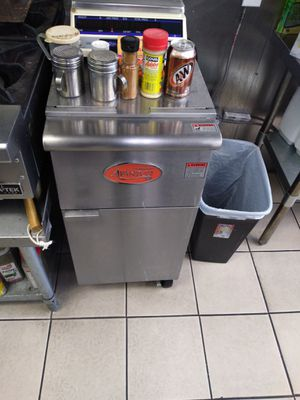 2fryers 1 grill 1 burner 1 hood with system for Sale in Johnson City, NY