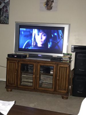 Tv Sony Bravia and tv stand for Sale in Chantilly, VA
