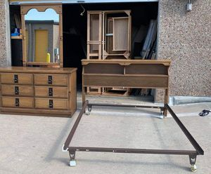 2 piece Bedroom set, Headboard/frame, and dresser with mirror for Sale in Lakewood, CO