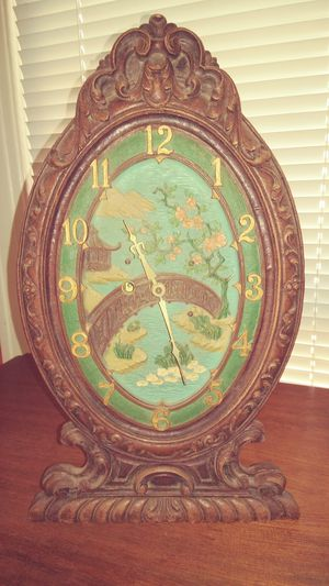 Antique wind-up Mantle Clock for Sale in Dallas, TX
