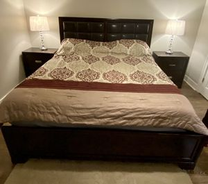 Bedroom king size set 5 pieces for Sale in Douglasville, GA
