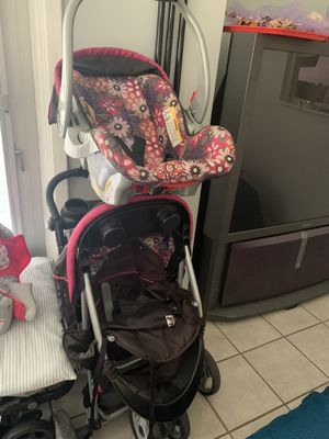 Baby trend car seat stroller set for Sale in Pine Ridge, FL