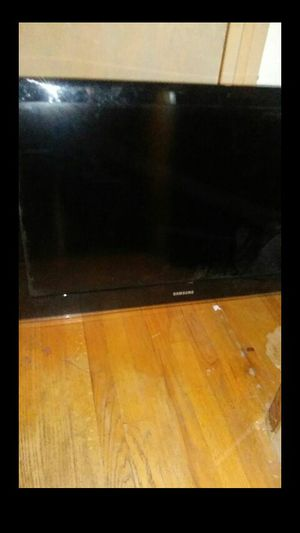 40 inch Samsung Tv( Negotiable $) for Sale in Clinton, MD