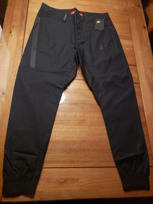 NIKE SPORTSWEAR TECH BONDED JOGGER PANTS MENS...SZ 34..36..BNWT for Sale in Bakersfield, CA