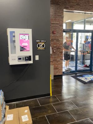 Wall mount smart touch vending machine for Sale in NEW PRT RCHY, FL