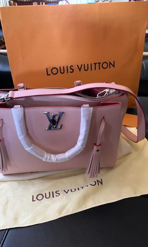 Brand new original Louis Vuitton bag, latest style. Genuine leather. $ 800.00 for Sale in Las Vegas, NV