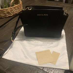 Michael Kors Cross Body Bag for Sale in Lincoln, RI