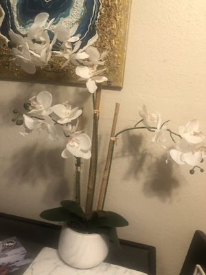 Artificial flower orquid plant flor for Sale in Los Angeles, CA