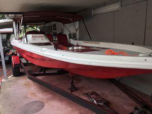 Flat boat bass hawk 20' pies con un Johnson 150 V -6 for Sale in Carol City, FL