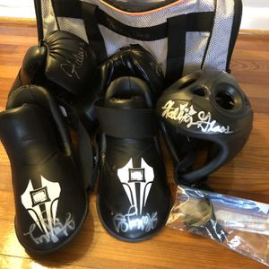 Autographed Sparring/boxing Gear For Youth Female for Sale in Houston, TX