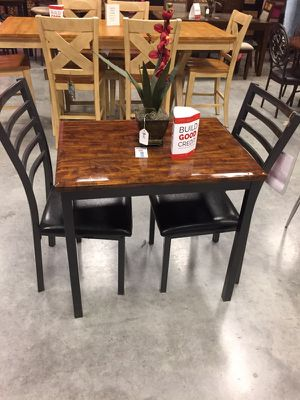 Dining room table and 2 chairs for Sale in Hazelwood, MO