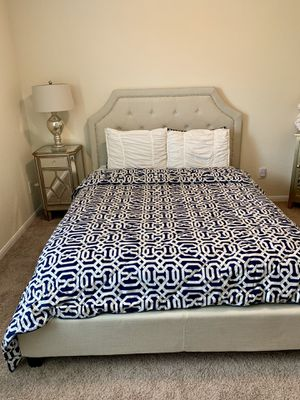 Queen size bed frame for Sale in Rosenberg, TX