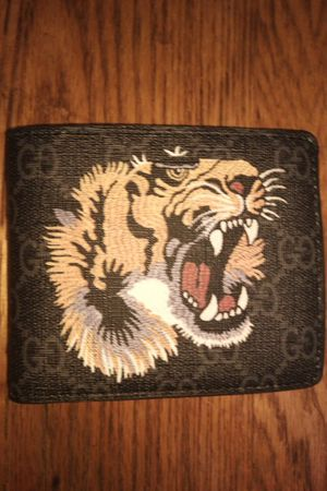 Gucci lion wallet for Sale in Erial, NJ