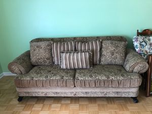 Sofa like new for Sale in Parma, OH
