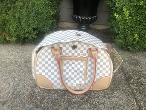 Very nice checkered small dog/ cat carrier for Sale in Lynnwood, WA