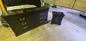 Full size Dresser with Mirror and Endtable for Sale in Sacramento, CA