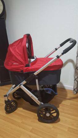 Uppababy vista stroller with bassinet and stand for Sale in Fairfax, VA