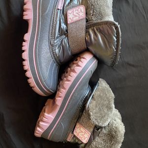 Girls Snow Boots Size 12 for Sale in Pico Rivera, CA