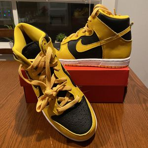 Nike Dunk High Iowa Varsity Maize Boys Size 3Y for Sale in Woodinville, WA