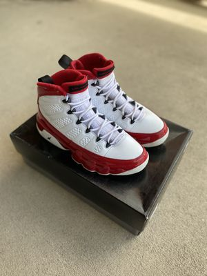 Gym red 9s - Size 9 for Sale in Richmond, VA
