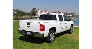Snugtop Tonneau Cover 2001-2007 Chevy Gmc Silverado Sierra for Sale in San Clemente, CA