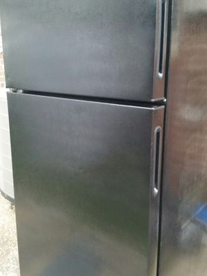 Refrigerator top freezer 4 months warranty for Sale in Alexandria, VA