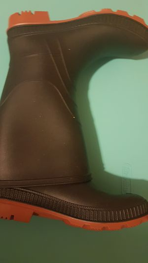 Raining boots for Sale in Di Giorgio, CA