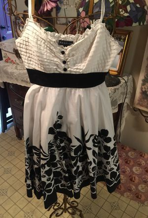 Vintage spring cotton misses dress pristine!! Rampage designer cotton white with beautiful black designs of flowers elastic top black waist band slip for Sale in Northfield, OH