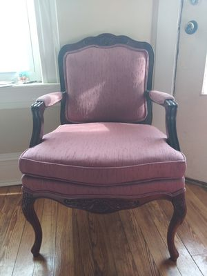 Antique armchair chair for Sale in St. Louis, MO