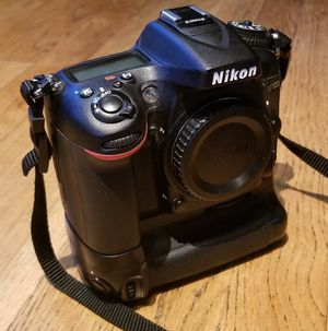 Nikon D7100 DSLR camera with MEIKE battery Grip for Sale in Germantown, MD