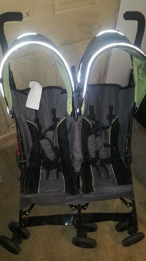 Belta children double stroller for Sale in Roseville, MI