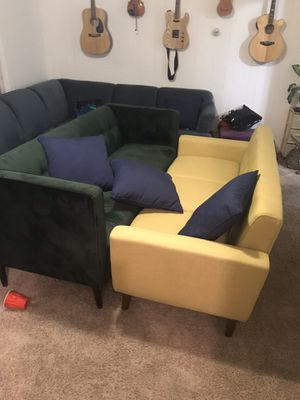 Yellow Couch Free pickup for Sale in Lakewood, WA