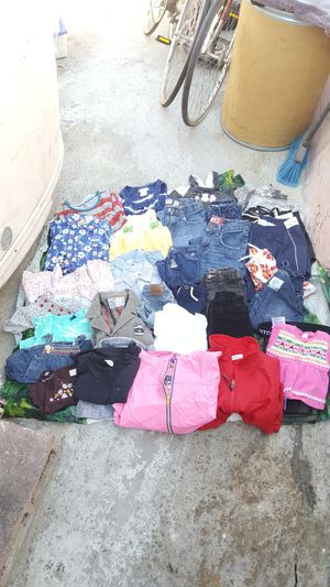 37 pcs of Kids and girls clothing mostly used but some pcs are brand new all for $25 for Sale in Hazard, CA