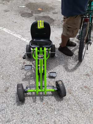 Kids 4 wheel pedal bike for Sale in Hollywood, FL