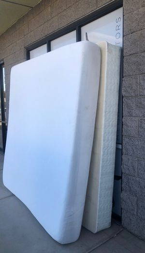 Free free free tuft and needle King size mattress set and 4 inch memory foam topper must take it all in good condition free no holds first to get it for Sale in Mesa, AZ