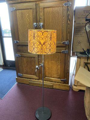 Floor lamp for Sale in Hesperia, CA