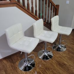 Like New 3 x Nice Swivel / Adjustable Bar Stools for Sale in Marysville,  WA