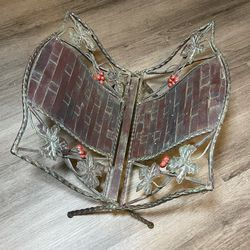 Vintage Metal Lattice Berries Magazine Rack Holder Folding for Sale in San Diego,  CA