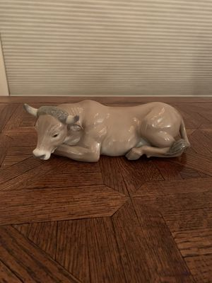 Lladro figurine: Reclining bull for Sale in Mesa, AZ