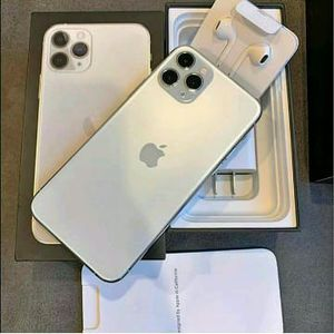 iPhone 11 pro Max unlocked all Carrie for Sale in Melrose Park, IL