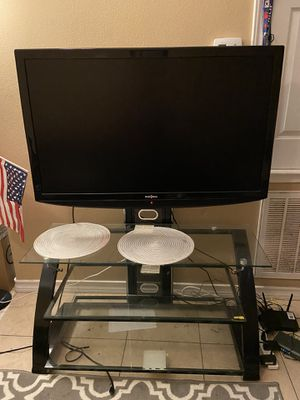 Tv insignia with table for 150$ for Sale in Kingsville, TX