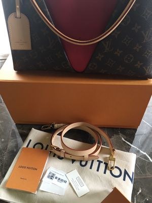 Authentic Brand New Louis Vuitton V Tote Purse for Sale in Las Vegas, NV