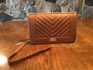Tan Crossbody Purse with Gold Chain Strap for Sale in Flat Rock, MI
