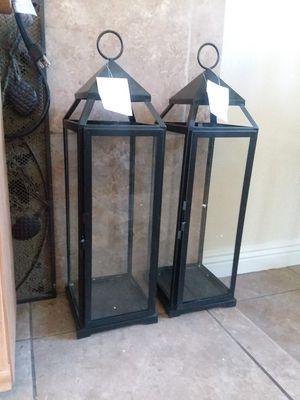 Por las dos Linternas estan nuevas son de metal son grandes for Sale in Fontana, CA