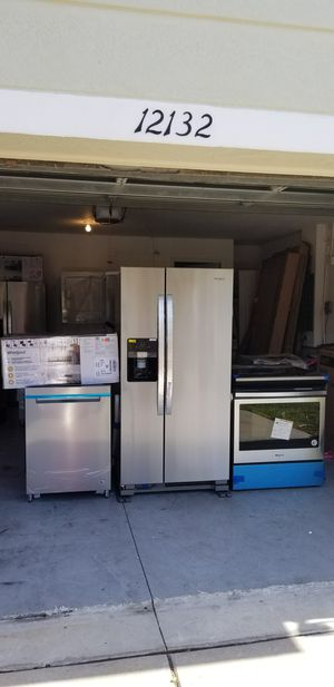 New stainless steel whirlpool appliance set for Sale in Spring Hill, FL